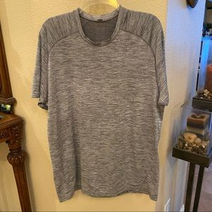 LULULEMON Men Gray T-Shirt Size XL